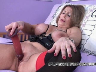 Watch - Curvy MILF Sandie Marquez fucks her mature twat with a toy