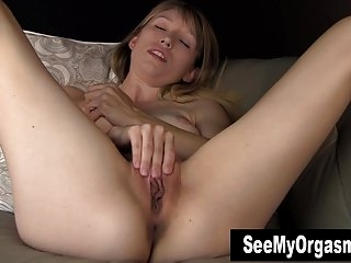Watch - Cutie Blondie Verronica Masturbating