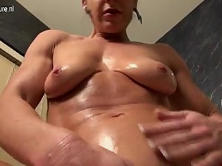 Watch - 1fuckdatecom Muscled american housewife play